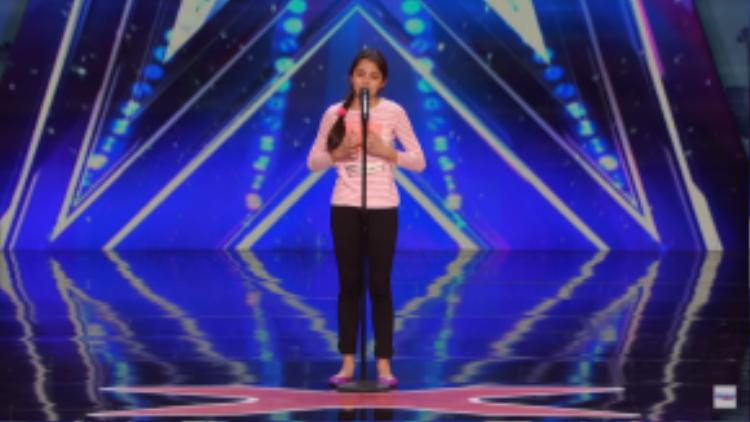 """Tiết mục Opera của bé cùng với giọng ca """"không ai ngờ"""" của lứa tuổi 13 khiến cả khán phòng trầm trồ."""