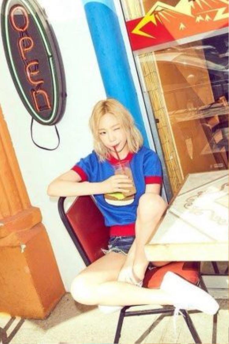 Trong trang phục sặc sỡ sắc màu, những hình ảnh mới của TaeYeon được các fan cho rằng phù hợp với thương hiệu 'Kid Leader'.