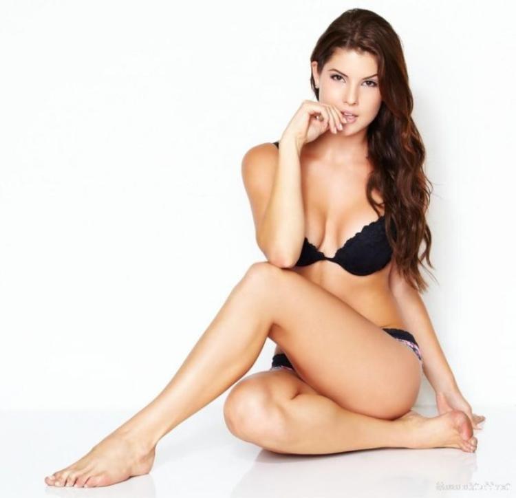 Bí kíp giúp bạn có thân hình bốc lửa như viner Amanda Cerny