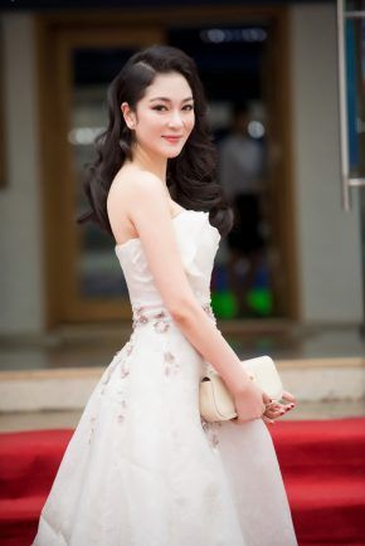 Hiện Hoa hậu Nguyễn Thị Huyền ít nhận lời mời đóng phim, thỉnh thoảng cô xuất hiện trước công chúng với vai trò MC hoặc gián khảo các cuộc thi sắc đẹp.