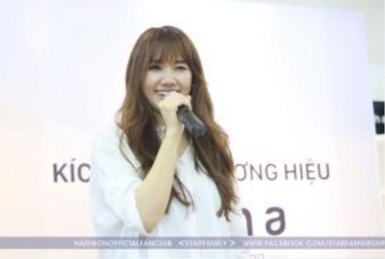 """Cô chia sẻ về sự lo lắng cho tiết mục lần này: """"Hari Won đã dành rất nhiều thời gian luyện tập để hát và truyền tải trọn vẹn cảm xúc tới các bạn""""."""