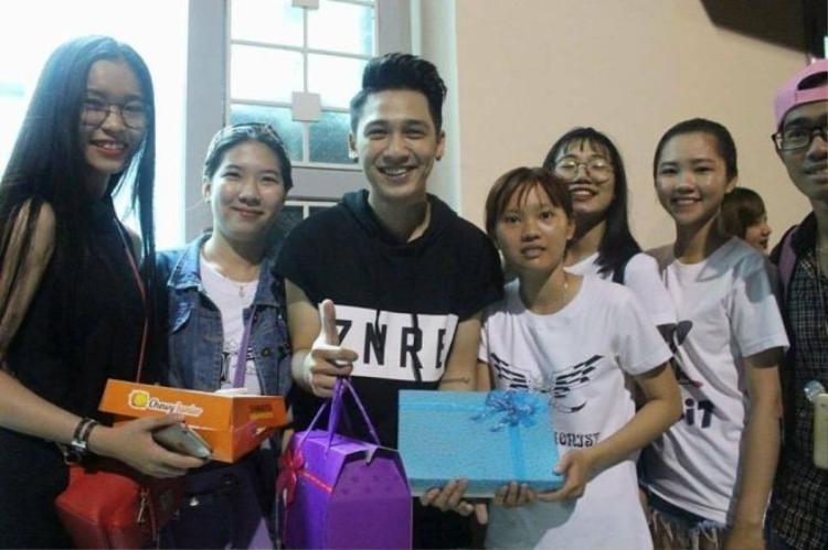 Sau đám cưới cùng Thái Trinh, Tronie được fan bí mật tổ chức sinh nhật