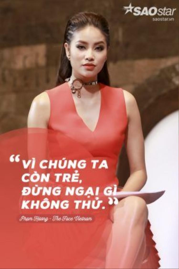 """Đó là lời căn dặn của Phạm Hương trước khi lựa chọn """"gà chiến"""" về đội của mình."""
