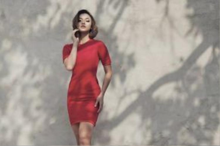 Gợi cảm và trẻ trung với những gam màu nổi bật trên trang phục