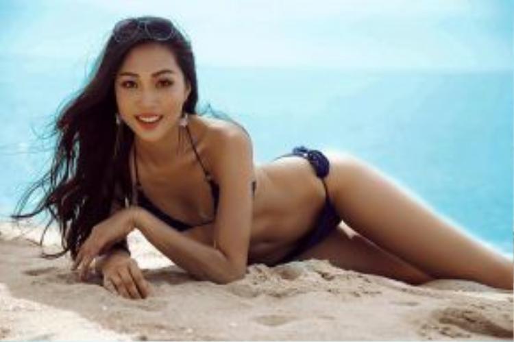 Hoa khôi Áo dài Việt Nam 2016 Trương Diệu Ngọc gợi cảm hết cỡ trên bãi biển.