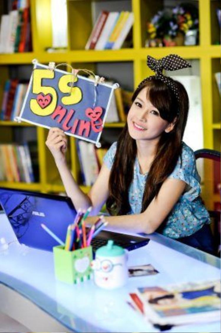 Vai diễn Na Na công chúa trong series sitcom 5S Online đưa hình ảnh Chi Pu đến gần hơn với khán giả.