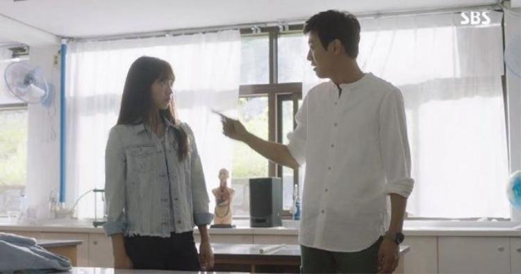 Doctors tập 2: Phấn đấu thành gái ngoan, số Park Shin Hye vẫn chưa hết lận đận