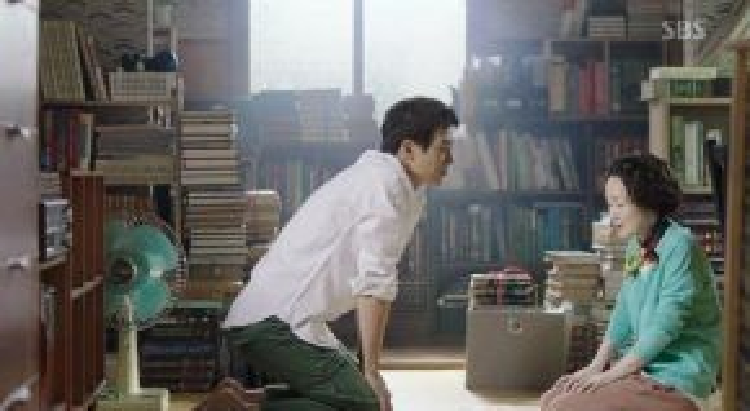 Bà Hye Jung nhờ thầy giáo quan tâm đến cô cháu gái ngỗ nghịch.