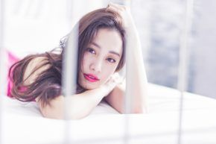 Jun Vũ là người mẫu Thái gốc Việt từng khiến dân tình phải lên cơn sốt vì tài năng và vẻ đẹp quá đỗi thánh thiện.Cô từng ghi dấu ấn trong tác phẩm nhẹ nhàng 12 Chòm Sao: Vẽ Đường Cho Yêu Chạy.