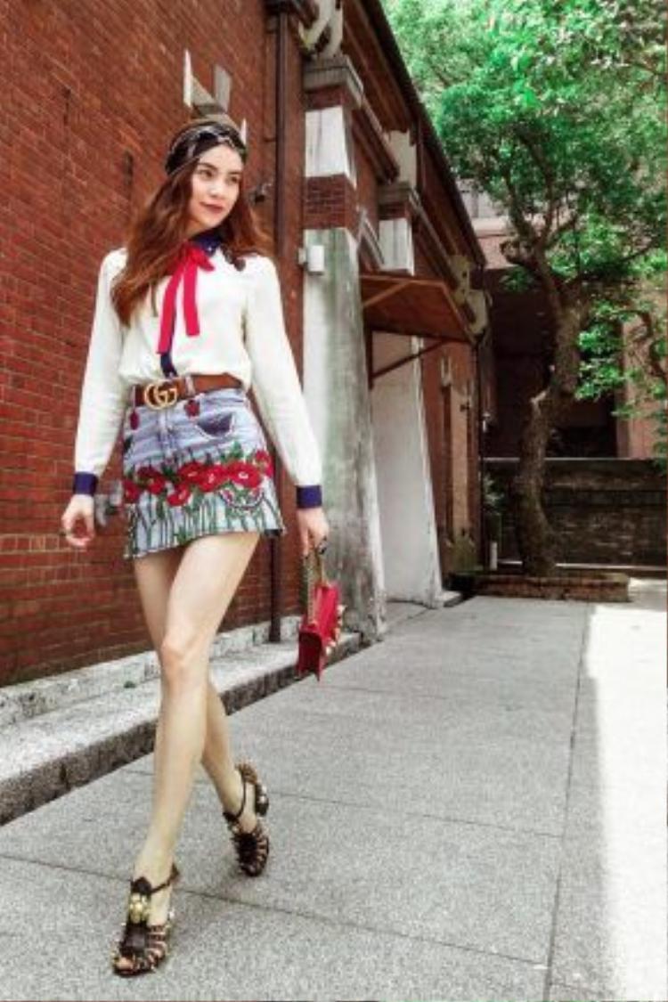 Một mẫu túi khác từ dòng túi này cũng được nữ hoàng giải trí mang đến một bữa tiệc của Gucci tại Thiên Tân, Trung Quốc.