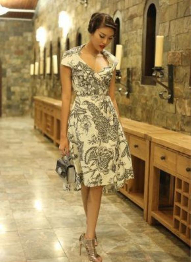 Lan Khuê xứng đáng với mỹ nhân có phong độ thời trang ổn định nhất.