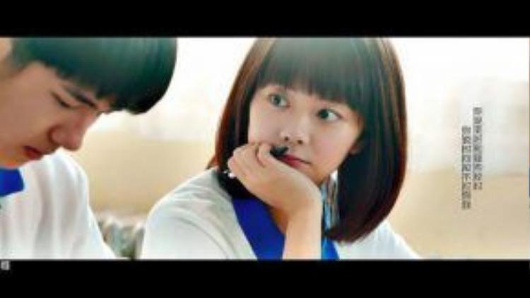 Suốt những năm tháng ấy, ánh mắt của Cảnh Cảnh chỉ hướng về Dư Hoài và cô ấy chỉ dành riêng ánh mắt ấy cho cậu mà thôi.