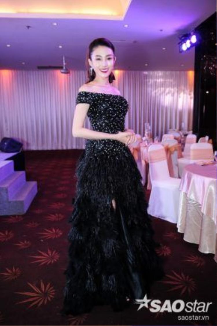 Nét đẹp nữ tính, dịu dàng mang tên Lê Hà, một mảnh ghép sắc màu trong bức tranh team Hồ Ngọc Hà.