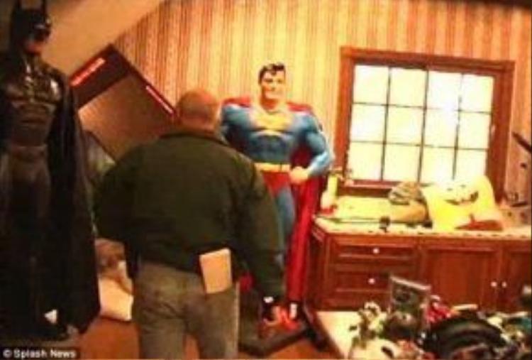 Búp bê có kích cỡ người thật, trong đó có cả Super Man.
