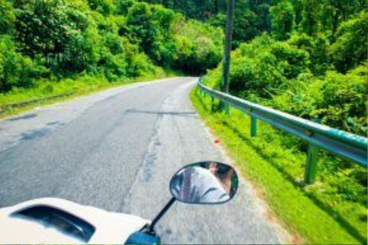Đường lên Tam Đảo bao gồm khoảng 74 km đường quốc lộ và 13 km đường đèo.