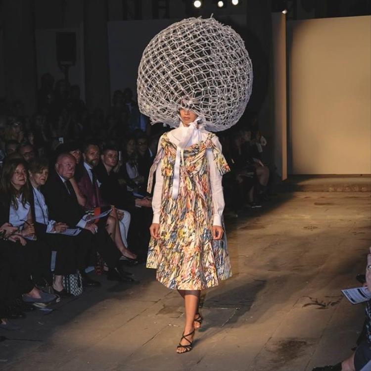 Chưa đến mùa fashion show, Trang Khiếu vẫn trúng đậm tại Ý