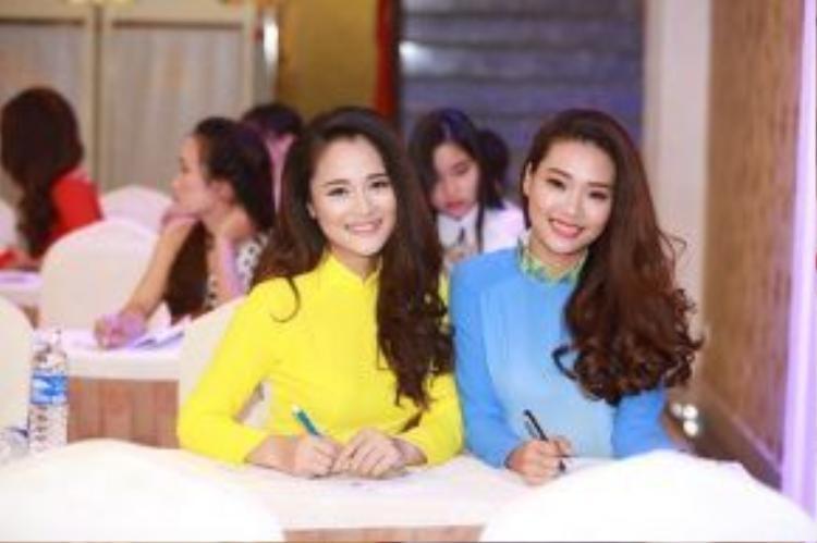 50 cô gái xinh đẹp đến từ Đà Nẵng, Quảng Nam, Huế và các khu vực lân cận tươi tắn như một vườn hoa khoe sắc giữa thành phố biển đầy nắng.