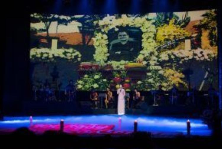 Sân khấu đêm nhạc tưởng nhớ cố nhạc sĩ Thanh Tùng.