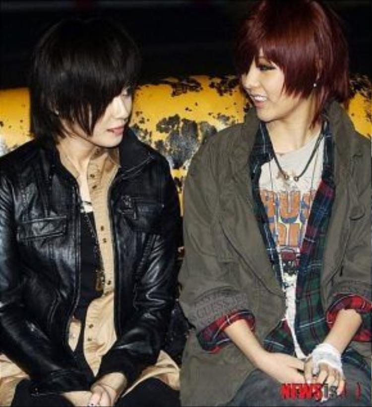 Jiyeon và Qri với mái tóc tomboy.