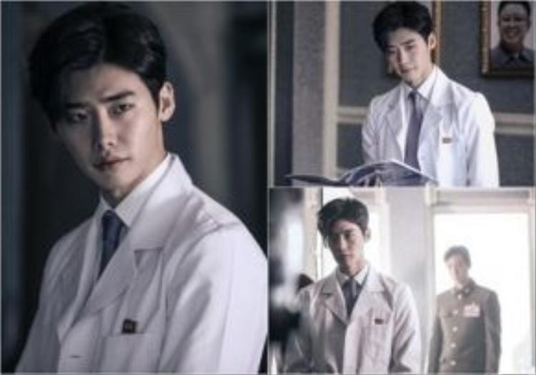 """Lee Jong Suk hoá thân thành tay """"lang băm"""" Park Hoon."""
