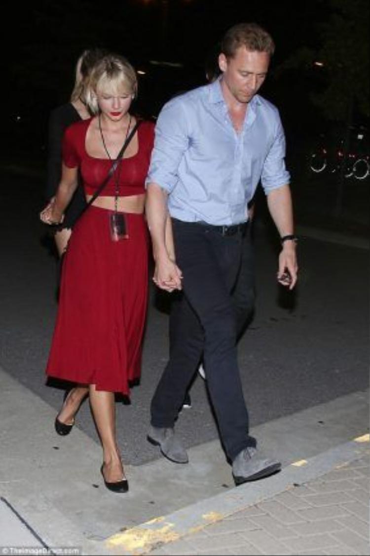 Hình ảnh Taylor Swift và Tom Hiddleston tay trong tay bị ghi lại cách đây không lâu.