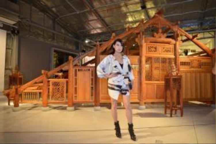 Dù sinh sống một thời gian dài ở hải ngoại, chứng kiến nhiều công trình kiến trúc nổi tiếng nhưng Katy Uyên vẫn cảm thấy choáng ngợp trước dự án của một nghệ sĩ Việt.