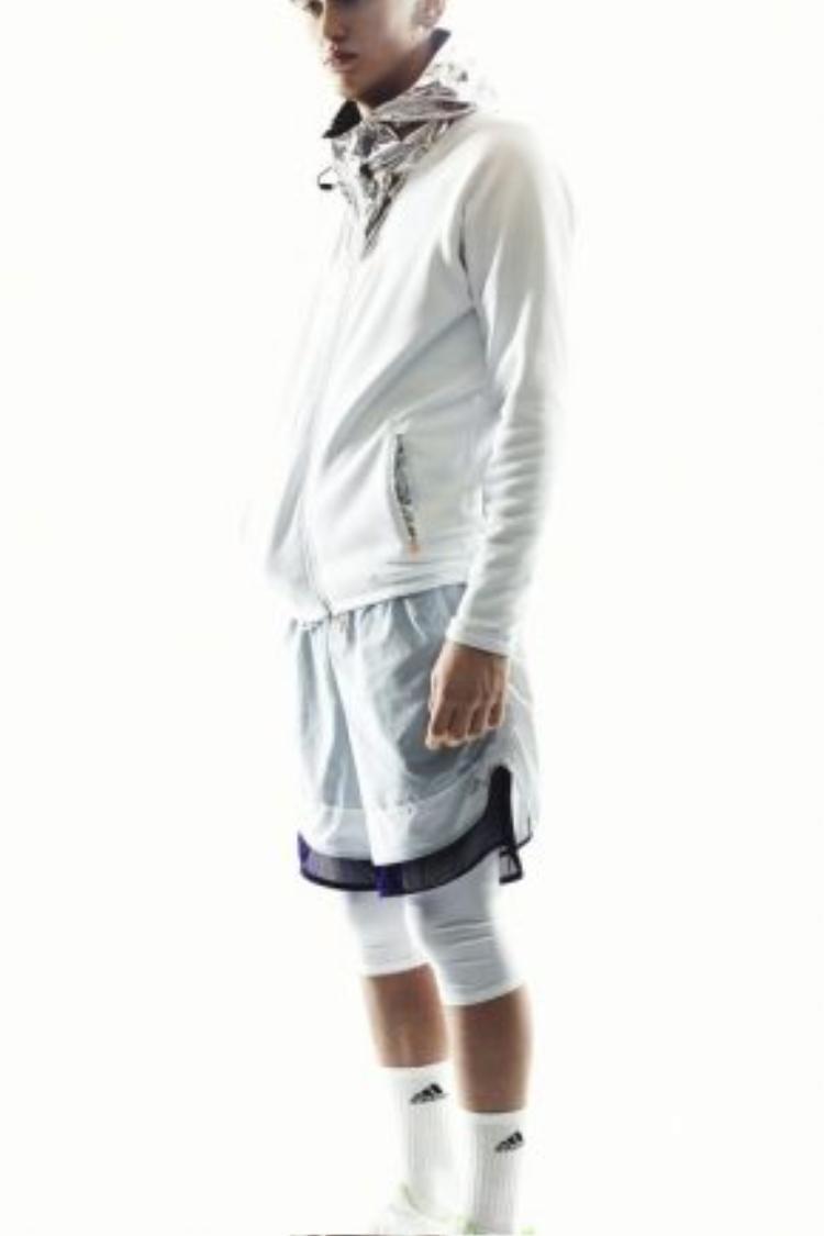 Mặc legging thể thao sau quần đùi cũng là một điểm khá hay trong xu hướng mới này.