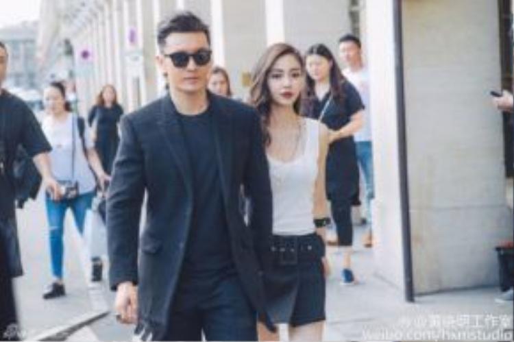 Angela Baby và Huỳnh Hiểu Minh tay trong tay không rời.