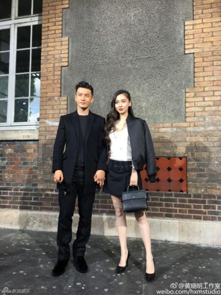 Huỳnh Hiểu Minh nắm chặt tay Angela Baby ở trời Tây