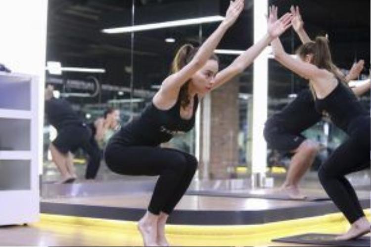 Là một người thuần thục với những động tác Yoga cực kỳ khó, tuy nhiên với các thí sinh của The Face, HLV Hồ Ngọc Hà lại ưu ái những động tác cơ bản nhất.