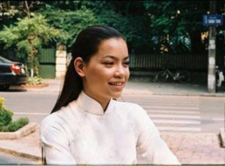 Khuôn mặt Hồ Ngọc Hà cũng bầu bĩnh hơn với hiện tại khi cô tham gia diễn xuất trong bộ phim Chiến dịch trái tim bên phải (2005).