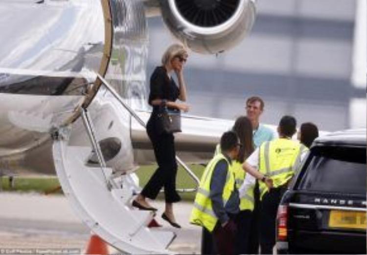 Taylor Swift đã bay đến Anh vào ngày 24/6 bằng phi cơ riêng.