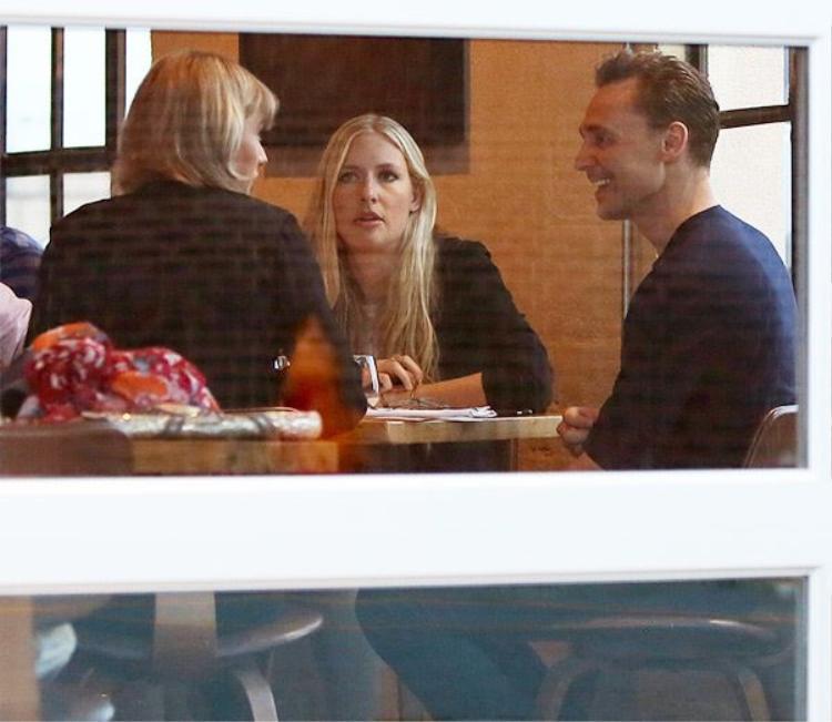 Sự hấp dẫn nào của Tom Hiddleston để khiến mẹ Taylor phải khen ngợi?