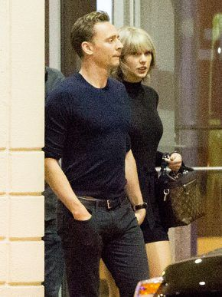 Tom Hiddleston hẹn hò cùng Taylor Swift.