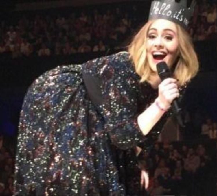 Ai đã làm cho Adele hớn hở đến thế này?