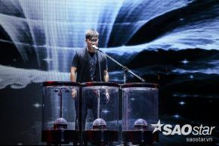 Thí sinh Lê Hoàng Phong sẽ mang đến ca khúc Sắc màu, sáng tác Trần Tiến.