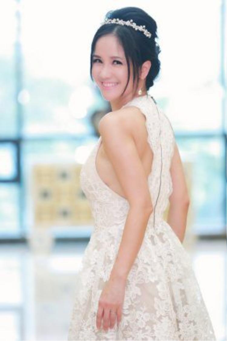 Dù đã ở tuổi 46 nhưng Hồng Nhung vẫn sở hữu vóc dáng thon gọn như thời xuân thì.
