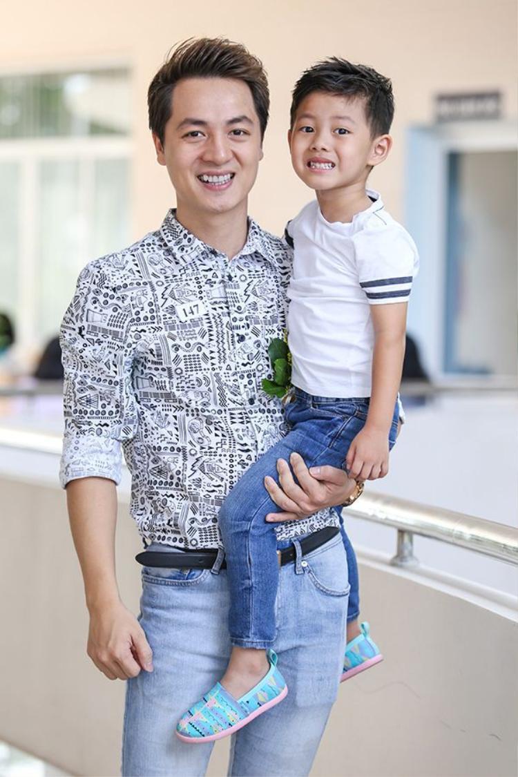 Gia đình hạnh phúc tiêu biểu Đăng Khôi chính là người đàn ông may mắn nhất của V-biz