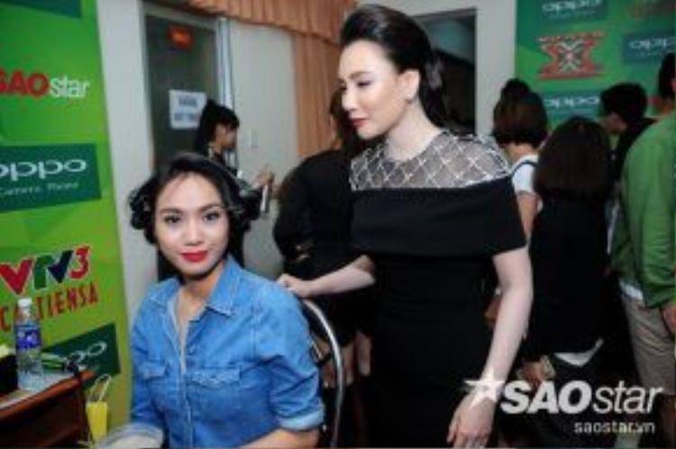 Bên cạnh cô, luôn có sự trợ giúp của HLV Hồ Quỳnh Hương