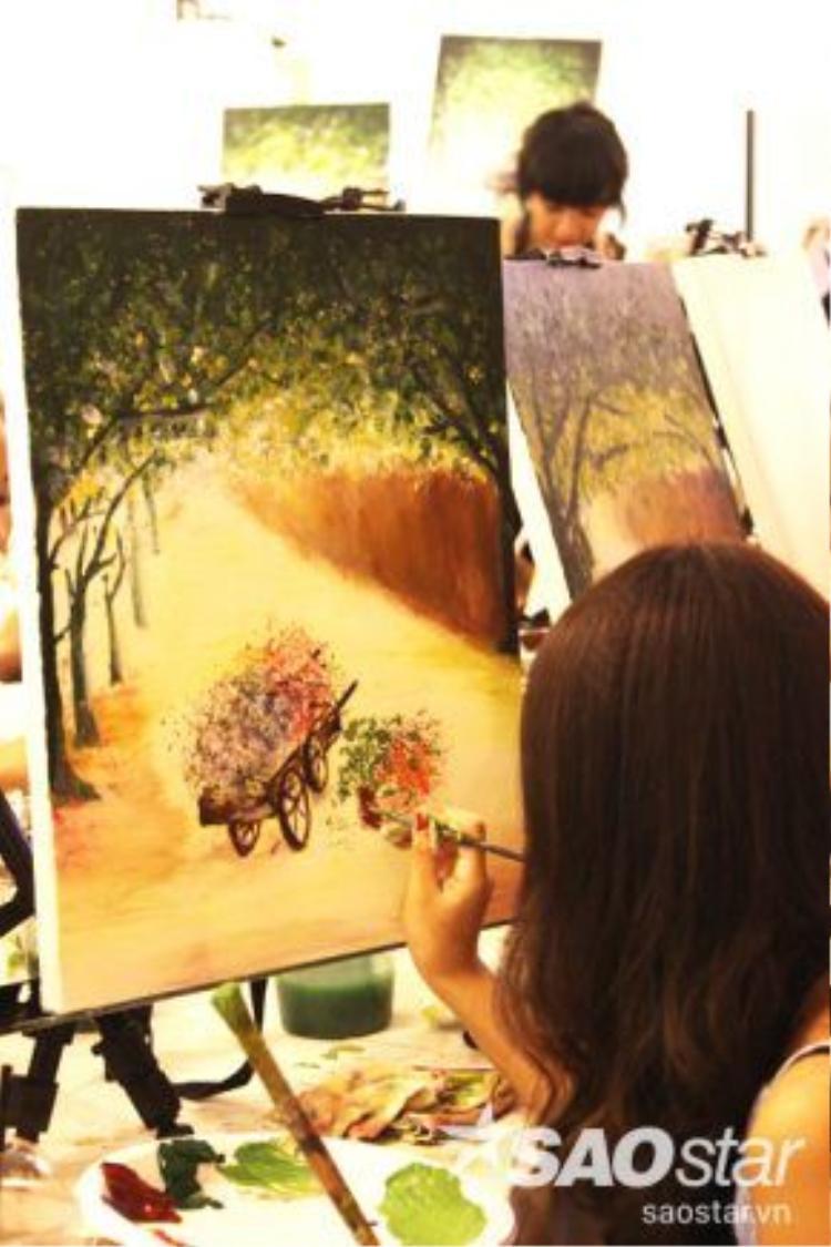 Các bạn có thể sáng tạo tranh của mình khác với bản chép bằng cách thay đổi các họa tiết hoặc khung cảnh không gian của bức tranh.