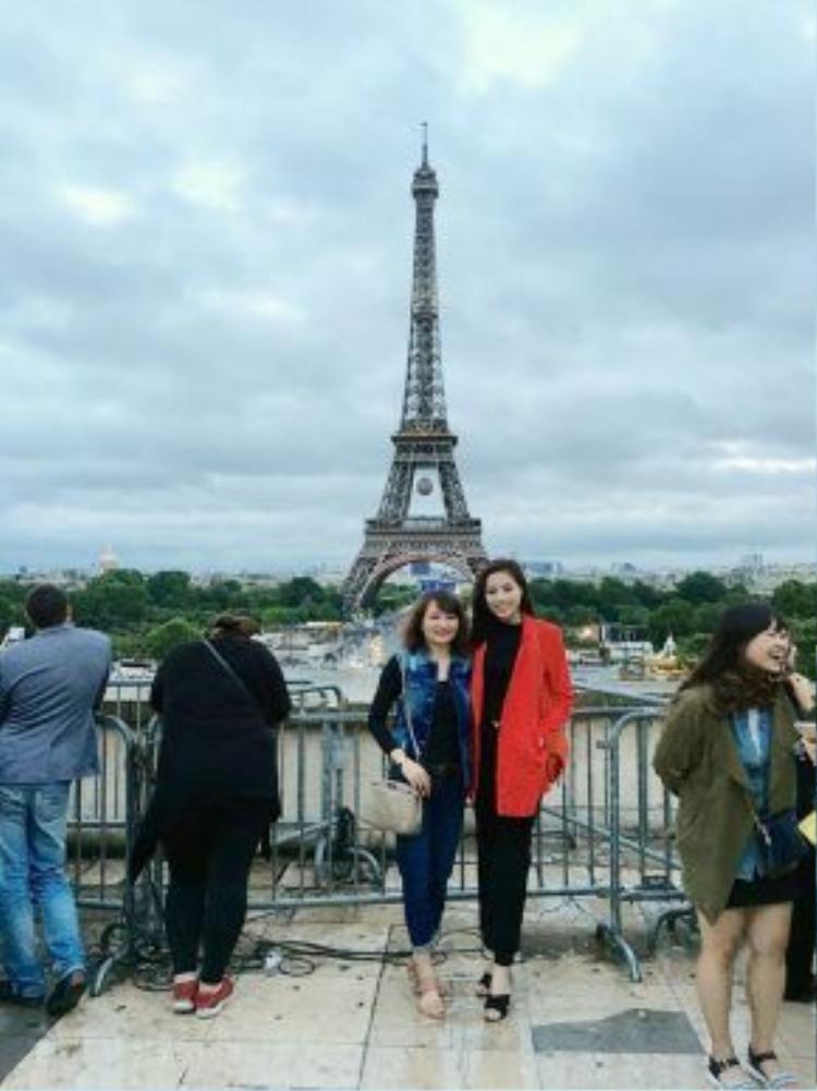 Kết thúc đợt thi học kỳ ở trường, hoa hậu Nguyễn Cao Kỳ Duyên cùng mẹ sang châu Âu du lịch trước khi bước vào năm học mới và chuỗi dự án công việc dày đặc.