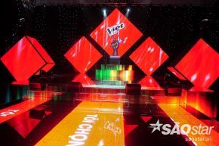 Sân khấu đầy màu sắc của chương trình năm nay.