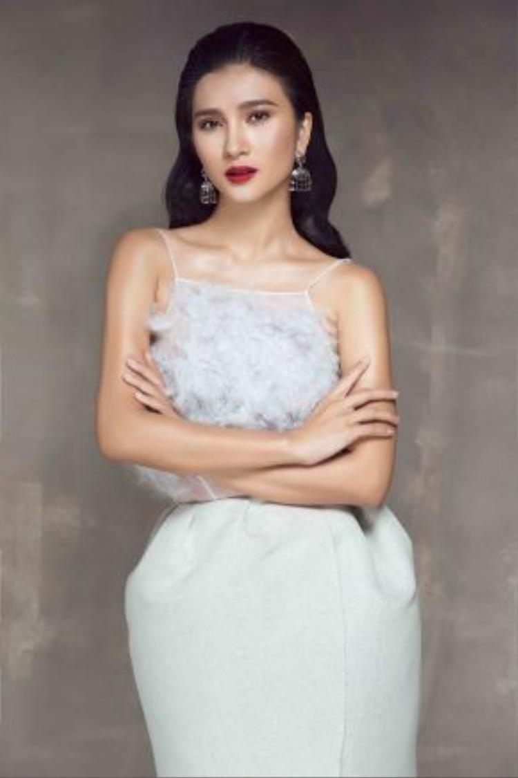 Thời gian này, nữ diễn viên đang có mặt tại Đà Lạt để quay phim. Cô đảm nhận vai chính trong bộ phim truyền hình Người đàn bà quyến rũ.
