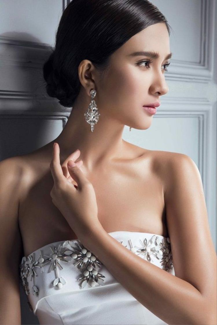 Ngọc nữ của điện ảnh Việt Kim Tuyến đẹp kiêu sa thu hút mọi ánh nhìn