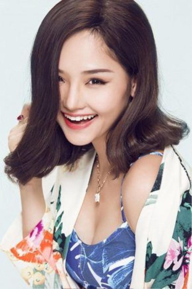 Trái ngược với vẻ ngoài mỏng manh, yếu đuối, Miu Lê là một cô nàng vô cùng mạnh mẽ, cá tính.