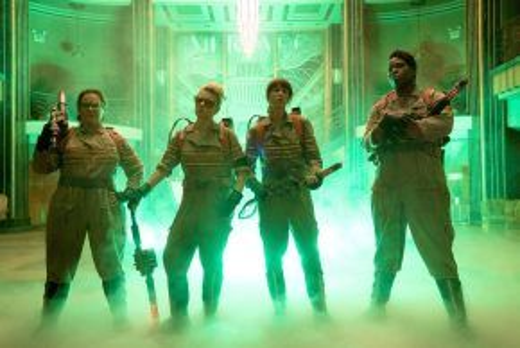 """Ghostbusters châm ngòi cho một cuộc chiến """"giới tính"""" sau 32 năm."""