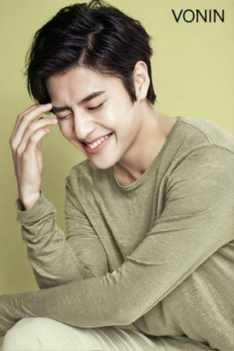 Kang Ha Neul với nụ cười tỏa sáng đã lọt vào mắt xanh của các hãng mỹ phẩm có tiếng.