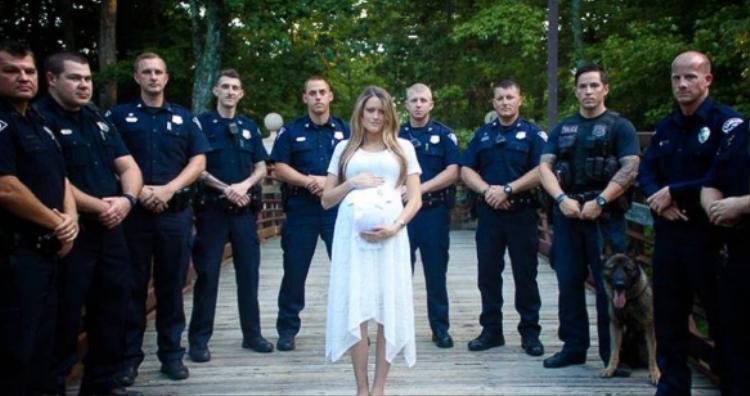 Lặng nhìn góa phụ mang thai tưởng niệm chồng cùng lực lượng cảnh sát