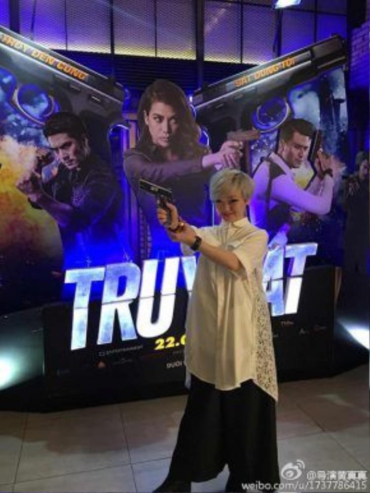 Nữ đạo diễn đã có một chuyến thăm Việt Nam để ủng hộ cho bộ phim Truy sát của cô bạn Trương Ngọc Ánh vào tháng 4 vừa qua.