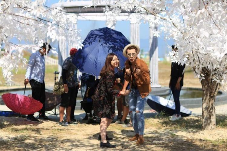 OnlyC hốt hoảng vì Lou Hoàng bất ngờ kiệt sức ngất xỉu khi quay MV